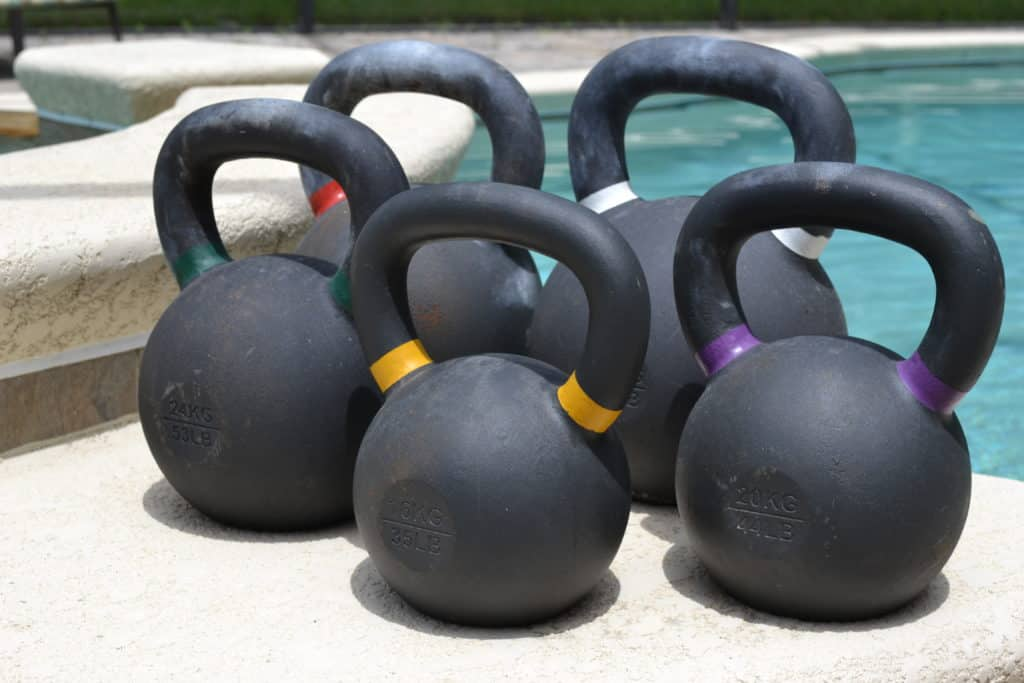 The U shaped handle on the kettlebell means you can grip with one hand or two
